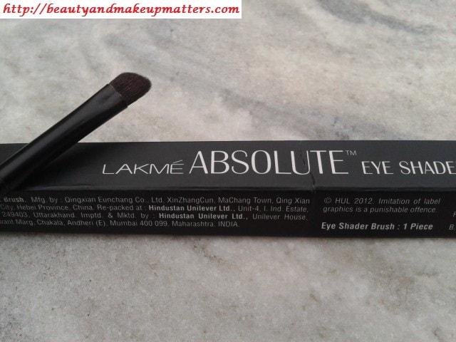 Lakme-Eye-shader-Brush