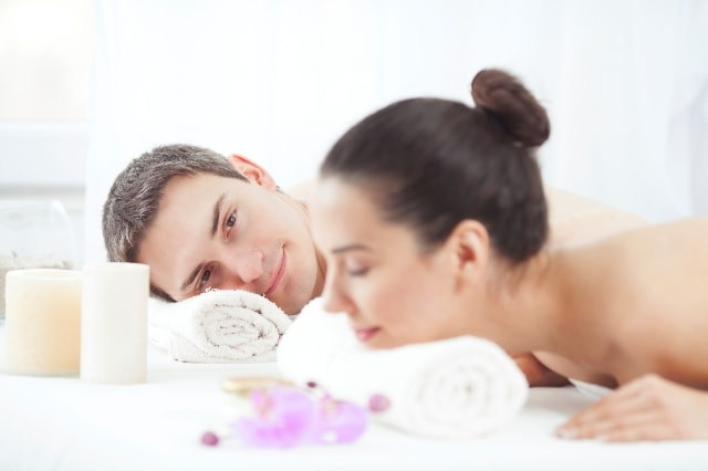 Best-Valentines-Day-Gift-Ideas-for-Her-Couple-Spa