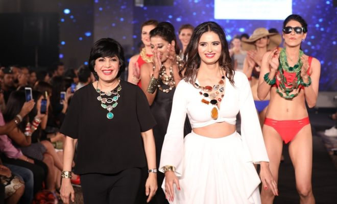 Minakshi Dixit with Mona Shoroff at IIFW