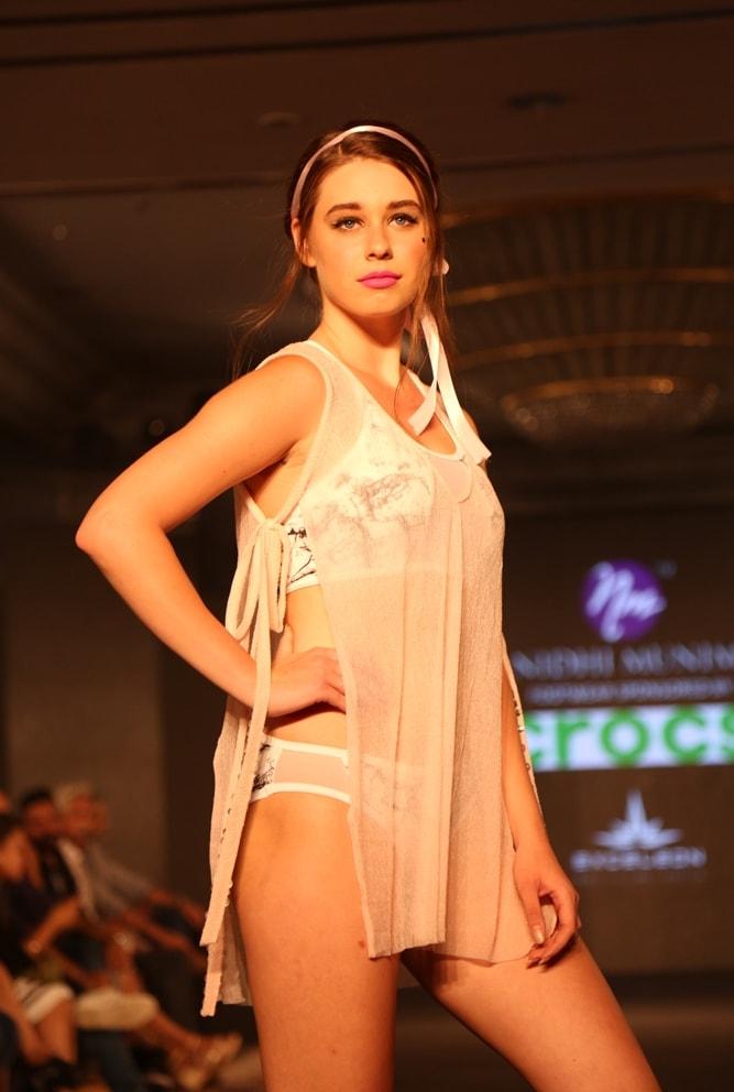 Models at Nidhi Munim Show at IIFW (3)
