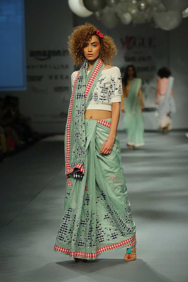Saree Fashion Trend 2018 -Saree with Crop Top Style 3