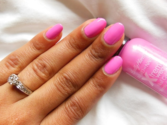 Sally Hansen Hard As Nails Xtreme Wear Nail Color Bubblegum Pink Review Notd Beauty Fashion