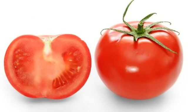 kitchen-ingredient-for-your-oily-face-problems - Tomatoes