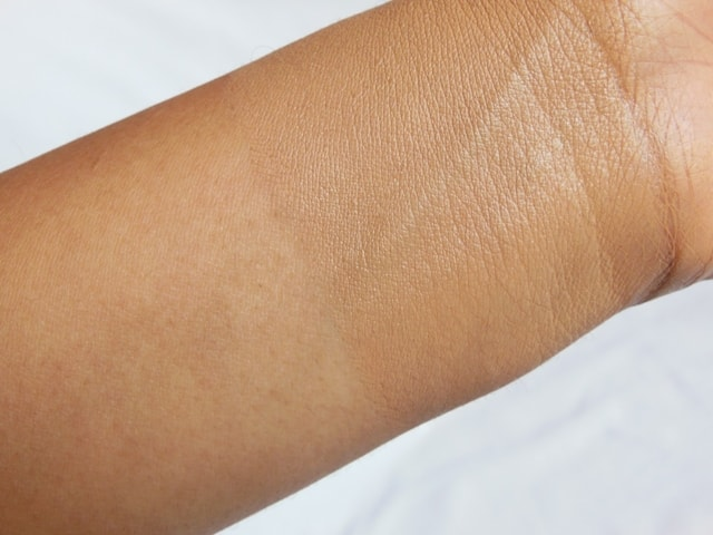 Faces Ultime Pro Second Skin Foundation - Beige Swatch Blended