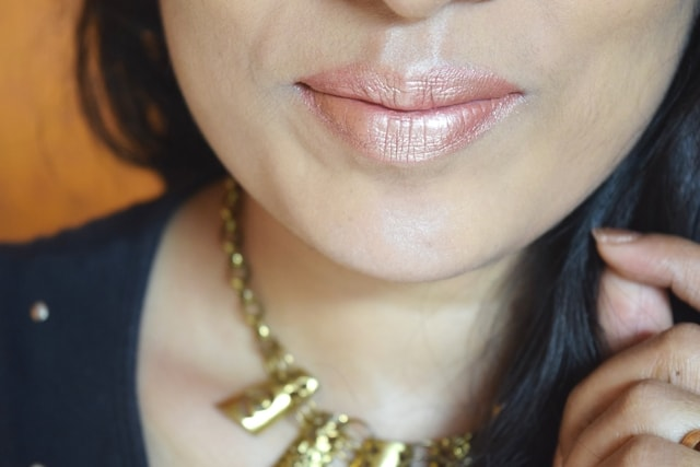 Beauty Trends - Gold Glitter Lips