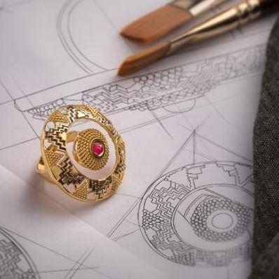 Encircle-Gold-Ring-Caratlane