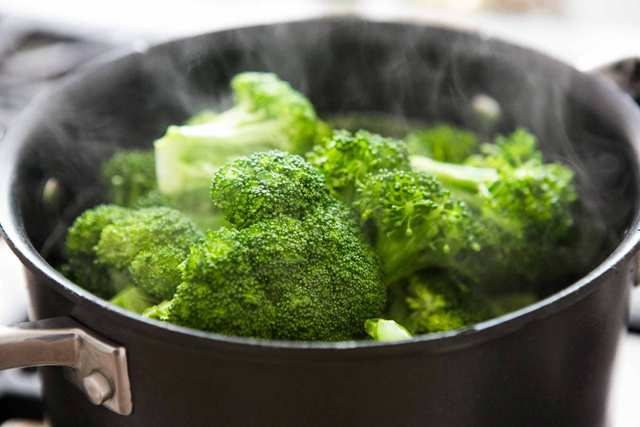 Super Foods That Every Woman Needs - Broccoli